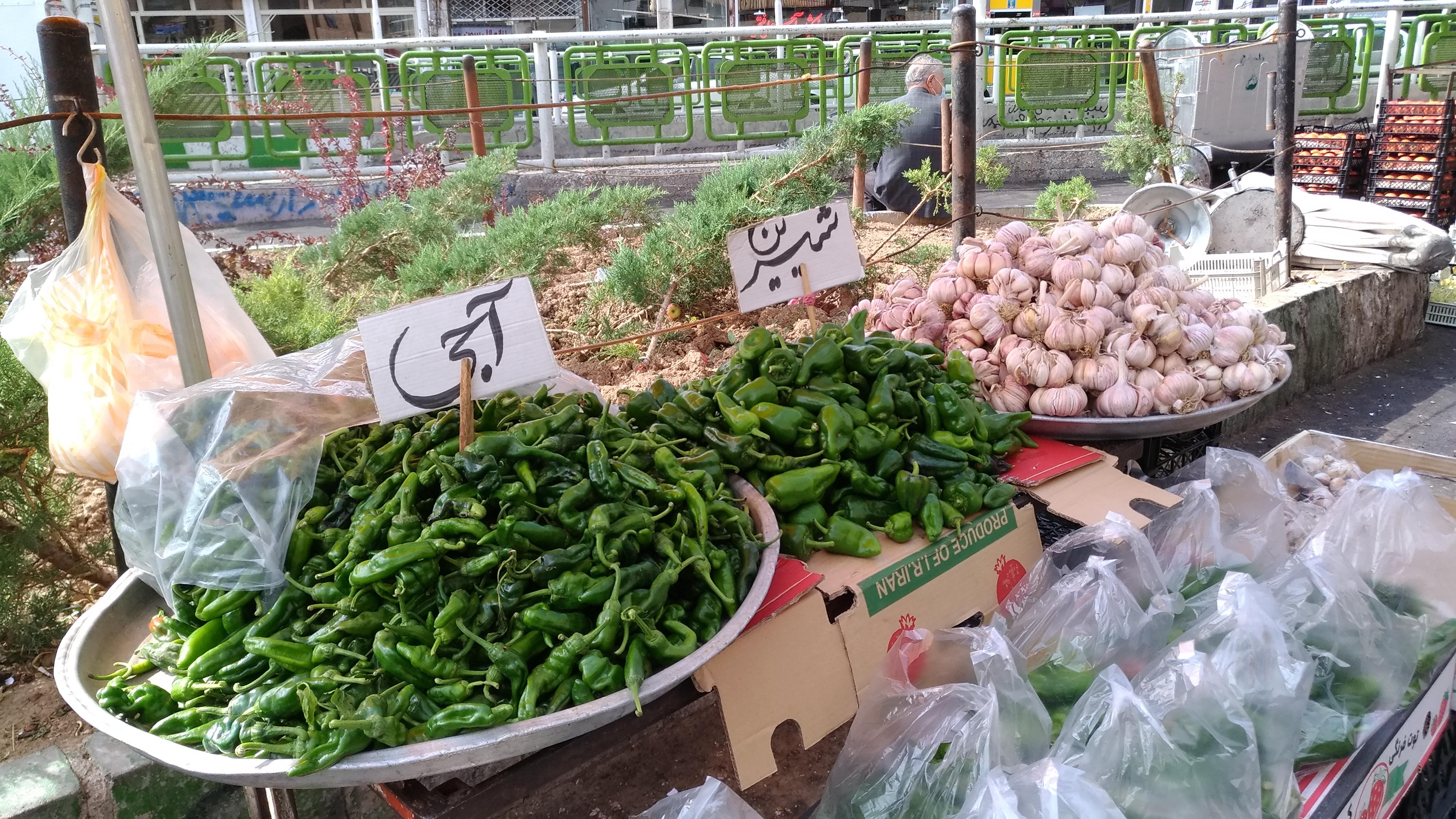 Urmia's produce market (2)